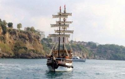При крушении туристического судна в Турции погибли два человека