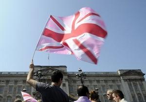 Вице-премьер Британии поднял над министерством гей-флаг