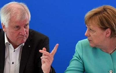 Премьер Баварии потребовал от Меркель сменить политический курс