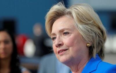 Клинтон назвала оскорбительной похвалу Трампа в адрес Путина