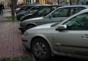 Столичная мэрия планирует запретить парковку на Крещатике