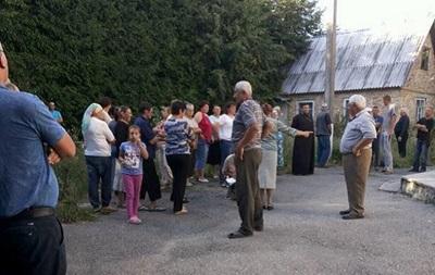 Украинские схизматики при помощи «Правого сектора» захватили очередной православный храм