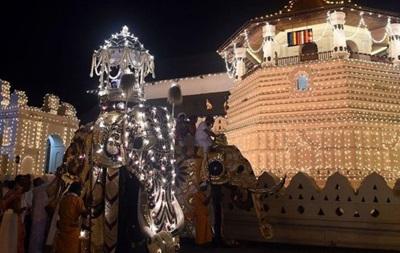 Десятки людей получили травмы из-за паники на процессии в Шри-Ланке