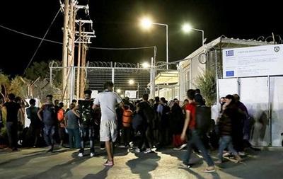 Тысячи мигрантов бегут из лагеря на Лесбосе из-за пожара