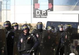 Во Франции прекратилась блокада топливных складов, три НПЗ готовы возобновить работу