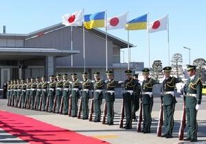 Янукович прибыл в Японию. Его ждет встреча с императором и легендарным борцом сумо