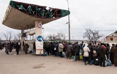 На КПП Станица Луганская огромная очередь - СМИ