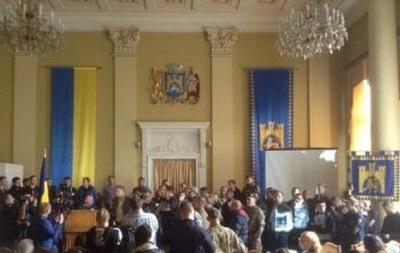 Во Львове участники АТО заблокировали сессию горсовета
