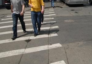 В Киеве после зимы начали наносить дорожную разметку