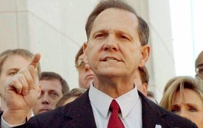 Верховный судья Алабамы уволен за непризнание однополых браков