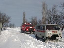 В заснеженной Николаевской области беременную женщину доставили в роддом на пожарной машине
