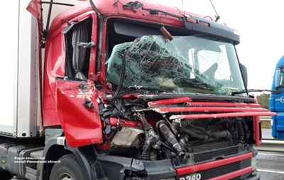 НаРовенщине фура сбила рейсовый автобус: необошлось без жертв