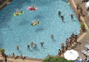 В Австрии пловцов попросили не глотать воду в бассейнах