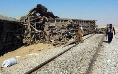 В Пакистане в поезде взорвалась бомба, есть жертвы