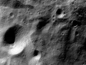 Чандраян-1 заглянул в вечную темноту лунных кратеров