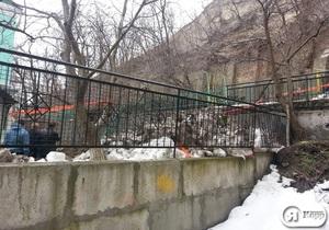 новости Киева - Подол - Замковая гора - Воздвиженская - сдвиг грунта - В Киеве произошел сдвиг почвы на Подоле, власти отселяют жителей двух домов