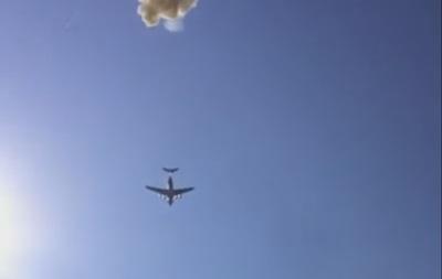 Военные разбили БМД, выбросив ее из самолета