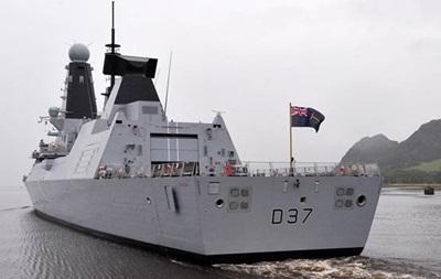 Британия привела в готовность флот из-за кораблей РФ