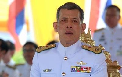 Принц Таиланда согласился накоронацию после похорон отца