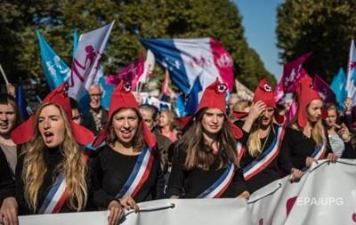 В Париже тысячи людей протестовали против однополых браков