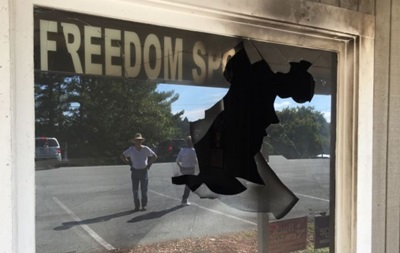 В США бросили взрывчатку в офис республиканцев