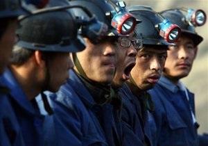 На юго-западе Китая шахтеры и спасатели попали под обвал