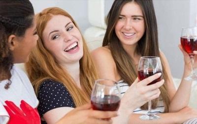 Ученые: женщины догоняют мужчин в потреблении алкоголя
