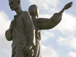 Ющенко открыл в Харьковской области Мемориал жертвам Голодомора