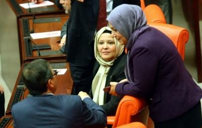 Женщины-депутаты часто страдают от домогательств – доклад