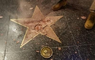 В Голливуде на Аллее Славы разбили звезду Трампа
