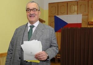 Кандидат в президенты Чехии попал в ДТП возле избирательного участка