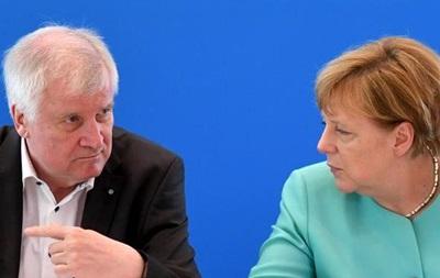 Меркель не пригласили на съезд братской партии