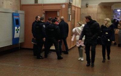 В киевском метро ранили полицейского