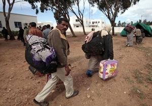 Власти Франции призвали Рим не выпускать тунисских беженцев за пределы Италии