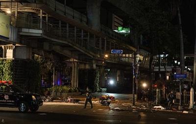 В Таиланде автобус сбил 12 человек и протаранил 18 машин