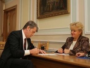 Ъ: В судах появились иски с требованием запретить Ющенко идти на выборы
