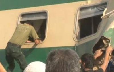 В Пакистане столкнулись поезда, десятки жертв
