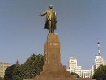 В Луганске Ленина облили красной краской