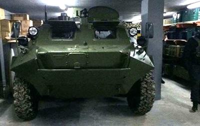 Рядом сКиевом отыскали арсенал оружия ибронетранспортер