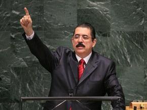 СМИ: Свергнутый президент Гондураса вернулся на родину