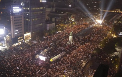 Тысячи протестующих требуют отставки президента Южной Кореи