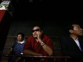 Китайцы больше доверяют проституткам, чем ученым и политикам