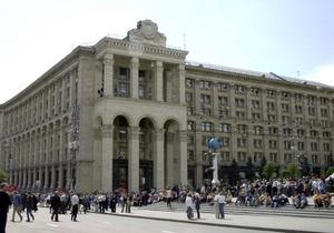 Янукович поздравил с праздником людей, которых всегда ждут с  радостной весточкой