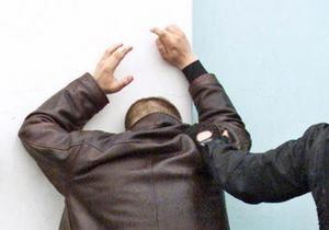 В Киеве задержан преступник, который под прикрытием сотрудника Беркута грабил женщин