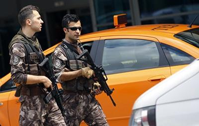 В Турции здание мэрии обстреляли ракетами, есть пострадавшие