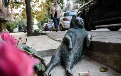 В Стамбуле вернули украденный памятник кошке-мему
