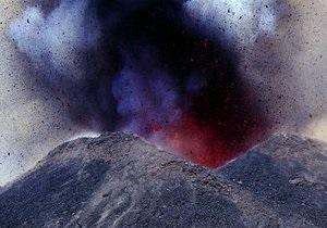 В Италии зафиксировано первое извержение вулкана Этна в 2012 году