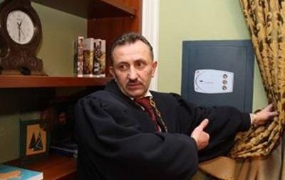 Отсидевший экс-судья Зварич судится за должность