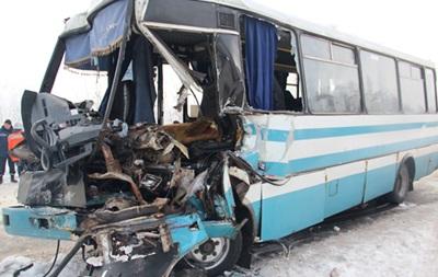 ДТП с фурой под Житомиром: 17 пострадавших