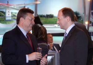 TNS: Рейтинг Януковича растет, а Яценюка - падает